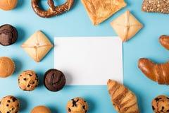 Домодельное печенье и пустая карточка Стоковая Фотография RF