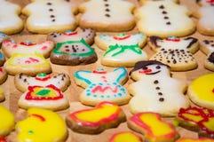 Домодельное печенье рождества с украшением Стоковые Фото