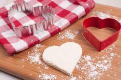 Домодельное печенье сердца с резцом Стоковое фото RF