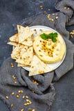 Домодельное традиционное hummus с гайками сосны стоковое изображение