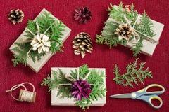 Домодельное украшение подарочной коробки для рождества Стоковые Изображения RF