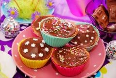 Домодельные булочки на таблице вечеринки по случаю дня рождения Стоковое Фото