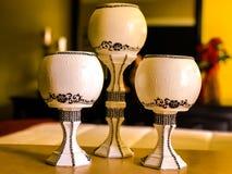 Домодельные вазы в желтой комнате Стоковые Фотографии RF