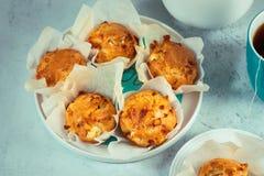 Домодельные двойные булочки сыра с фета и моццареллой Вкусная легкая варя закуска стоковые изображения