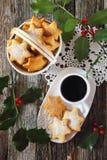 Домодельные печенья и чашка кофе рождества Стоковые Изображения RF