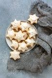 Домодельные печенья миндалины рождества с циннамоном стоковая фотография
