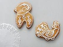 Домодельные печенья сахара рождества застекленные с королевской замороженностью Печенья рождества в форме индюка и овец стоковые фото