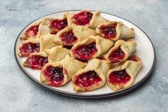 Домодельные печенья с вареньем, на плите Стоковое Фото
