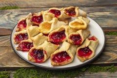 Домодельные печенья с вареньем, на плите Стоковое фото RF