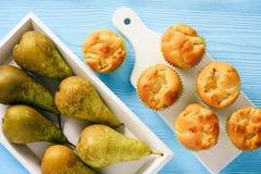 Домодельные сладостные булочки с заполнять груши Стоковые Изображения RF