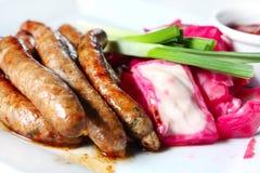 домодельные сосиски sauerkraut Стоковая Фотография