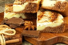 Домодельные торты с какао и пудингом Нездоровая сладостная еда помадка завтрака Стоковая Фотография RF