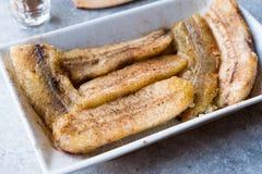 Домодельные Sauteed бананы с порошком циннамона Стоковые Фото