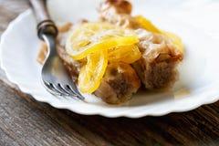 Домодельный десерт бахлавы на плите Стоковые Фотографии RF