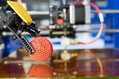 Домодельный принтер 3D для того чтобы напечатать пластичные прототипы стоковое изображение rf