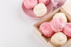 Домодельный розовые и белые zephyr или зефир в коробке Стоковая Фотография RF