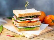 Домодельный сандвич сыра ветчины для завтрака Стоковые Изображения RF