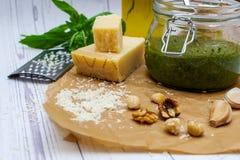 Домодельный соус Pesto стоковые изображения rf