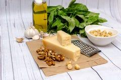 Домодельный соус Pesto стоковое изображение
