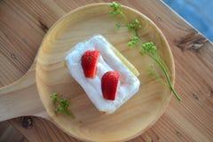 Домодельный торт краткости клубники с свежей клубникой Стоковое Фото