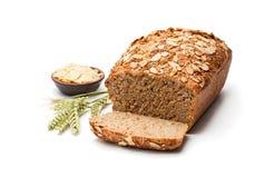 Домодельный хлеб рож wholemeal при миндалины изолированные на белизне стоковая фотография rf