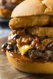 Домодельный Cheeseburger Chili барбекю Стоковые Фотографии RF