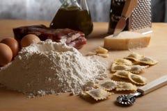 домодельный ravioli макаронных изделия мяса Стоковое Изображение