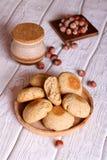 Домодельное печенье овса с медом и фундуком Стоковые Изображения RF