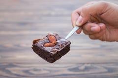 Домодельное пирожное шоколада с миндалиной на чайной ложке Стоковое Фото