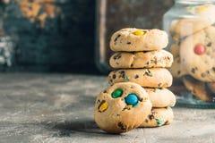 Домодельной печенья покрытые конфетой Стоковые Изображения