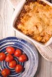 Домодельные лазанья и томат мяса на взгляд сверху стойки Стоковые Фотографии RF