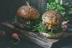 Домодельные бургеры с говядиной Стоковое Изображение RF