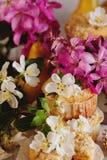 Домодельные булочки груши и карамельки Стоковые Фотографии RF
