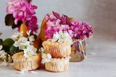 Домодельные булочки груши и карамельки Стоковое Изображение RF
