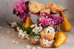 Домодельные булочки груши и карамельки Стоковое Изображение