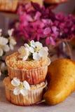Домодельные булочки груши и карамельки Стоковые Изображения