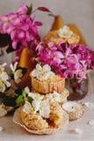 Домодельные булочки груши и карамельки Стоковая Фотография RF