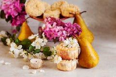 Домодельные булочки груши и карамельки Стоковое Фото