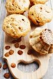 Домодельные булочки с изюминками Стоковое Фото