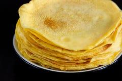 Домодельные блинчики сделанные от тапиоки flour, яичка и молоко кокоса Соотвествующий десерт для здорового питания Стоковые Фото