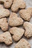 Домодельные в форме сердц печенья Стоковые Фотографии RF