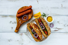 Домодельные горячие сосиски стоковая фотография rf