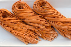 Домодельные зажаренные в духовке макаронные изделия красного перца Стоковое фото RF