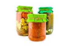 Домодельные замаринованные томаты и огурцы Стоковая Фотография RF