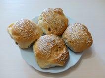 Домодельные испеченные плюшки с семенами сезама Стоковое Фото
