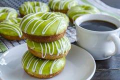Домодельные испеченные Donuts Яблока карамельки Стоковая Фотография RF