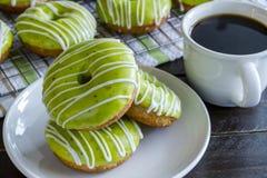 Домодельные испеченные Donuts Яблока карамельки Стоковые Фотографии RF