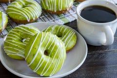 Домодельные испеченные Donuts Яблока карамельки Стоковые Фото