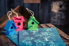 Домодельные малые фидер и план строительства птицы Стоковое Изображение