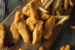 Домодельные обвалянные в сухарях предложения цыпленка Стоковые Изображения